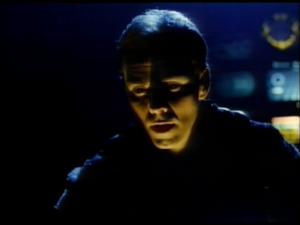 Le visage du coupable, Damian Lee, dans le rôle de DAR