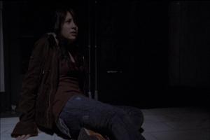 Rarement personnage n'aura été aussi inutile. Voici Lalaine pendant que le reste du film se passe. Pas de joke, son personnage reste de même pendant 40 minutes à... attendre... apeurée... genre... ou presque.
