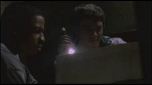 """""""J'ai découvert en scrutant """"INTERNET"""" qu'il y avait un trésor ici."""""""