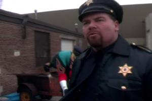 Le shérif! Fort comme une enclume!