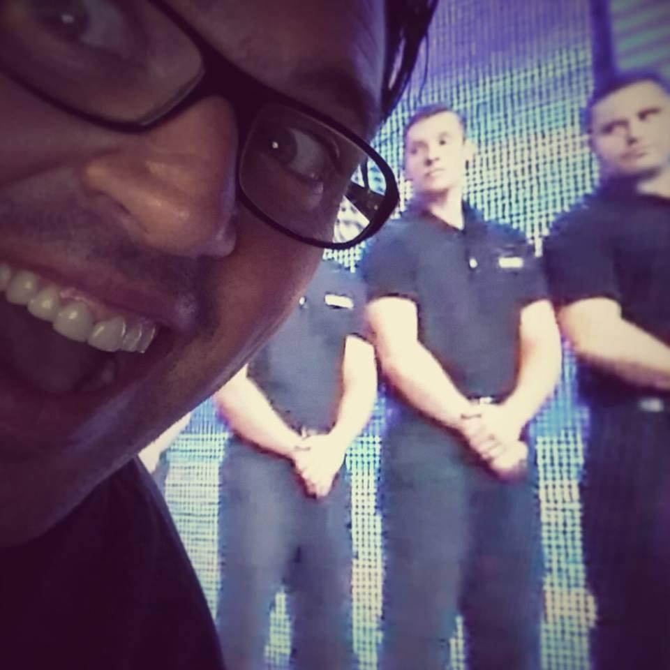 Jean-François Kelly semblait très heureux pour eux en regardant SmackDown!