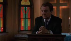 Dave Thomas joue le prêtre le plus hypocrite au monde. Bah, le moins subtil dans son hypocrisie disons!