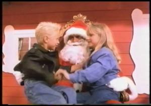 Je parie que ça c'est Nick et Brooke Hogan en caméo!