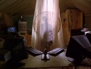 """Deux claviers, deux écrans (en 1997!), un éclairage de même... clairement evil!"""""""