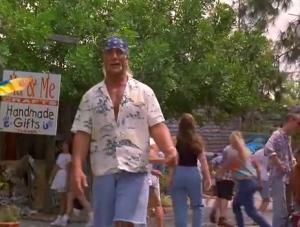 Anatomie d'une scène: Ici Hogan va se faire poursuivre de derrière par une moto et sera par une femme.