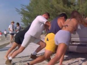 Incluant 4 personnes qui vont mettre Hogan over dans cette scène vraiment inutile!