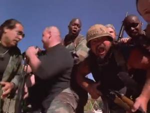On parlerait du gars de droite ici qui ressemble à Bray Wyatt.
