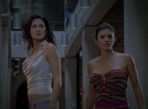 Des belles madames. À droite, la parfaite Gladys Jimenez.