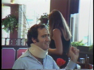 ...mais Andy en remet en disant à cette femme qu'elle peut le déranger ce soir, pour un autographe...
