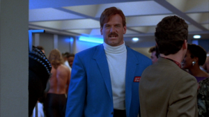 Jesse Ventura habillé en Vince McMahon. Beaucoup de pieds de nez à la WWE.