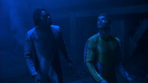 Dans les autres personnages, on retrouve Yaphet Kotto. Les fines bouches le reconnaîtront pour avoir joué le méchant Kananga  dans Live & Let Die, le premier Roger Moore, en 1973.