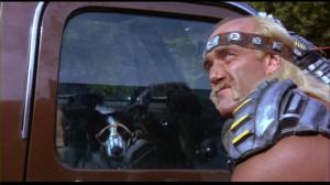 J'adore ce moment. Shep trouve injuste que le pauvre chien soit enfermé dans un véhicule en plein soleil...