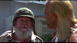 Le comédien Jack Elam, alors 72 ans, fait un caméo dans le rôle d'un ancien soldat un peu cinglé qui se tient dans sa jeep à journée longue. Jack Elam a tourné avec le réalisateur Burt Kennedy dans des westerns des années 60.
