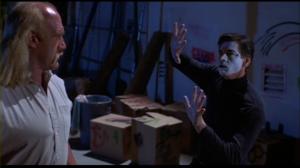 Shep croit que le mime est en fait prisonnier d'un champ de force invisible et décide de l'aider.