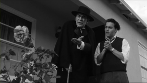 Ed Wood contient ses moments très durs, comme Bela Lugosi qui tente de revenir en force après un internement infructueux. Sans le moindre sou, et ses assurances comme acteur étant échues, il est mis dehors du centre d'où il meurt peu de temps après.