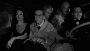 Une bande d'iconoclastes que seul Ed Wood pouvait réunir. Ici Burton fait une petite référence subtile à la Famille Addams!