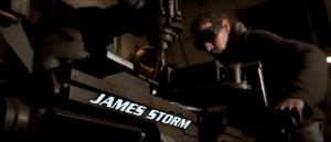 Tout le monde a droit à son nom dans des flamèches, sauf James Storm, qui joue pourtant le rôle principal. Ce n'était peut-être pas dans son contrat d'avoir les flamèches..