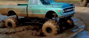 Death from Above rend hommage aux plaisirs rednecks, comme boire de la bière, tirer du gun, réparer des muscle cars qui boivent beaucoup de gaz... et faire du monster truck dans la bouette! Criss qu'y'en a de ça. Durant ce montage complet de monster trucks, on a une chanson qui dit à quel point c'est génial d'être un redneck!