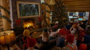 Tout ça sous le regard de la shop du Père-Noël, qui regarde ça comme un PPV de lutte. Quoique ici j'ai failli faire la joke de mettre la vidéo de Paige sur le gros écran...