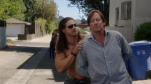 """Dans la séquence d'ouverture, Morrison y va d'un pied-de-nez à la réalité alors qu'il arrête Kevin Sorbo (dans son propre rôle), en l'appelant """"Hercules"""". Morrison a lui-même joué Hercules en 2014 dans le mockbuster de celui avec The Rock."""
