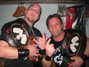 Guy Ranger et son fils Luc (à gauche), le soir où ils ont remporté les titres par équipe de la NWC  photo: Stéphane Latendresse