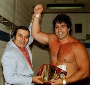 Régis Lévesque et le champion International Dino Bravo  photo: Linda Boucher