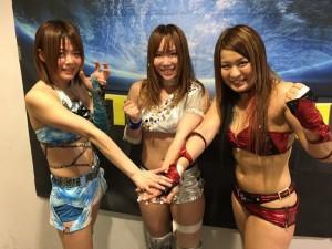 Mayu Iwatani (10e), Kairi Sane (21e) et Io Shirai (9e), lorqu'elles luttaient toutes les trois au Japon