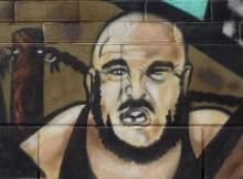 Graffitis sur le mur du côté de la rue Charlebois 614-644 rue Saint-Philippe, Montréal Condos, construit en 2009