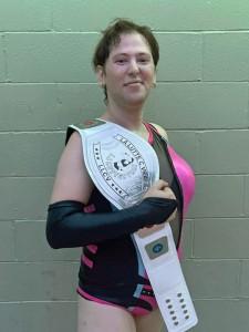 Lyzbeth McHellin, première lutteuse et championne transgenre au Québec  crédit: Yannick Noël